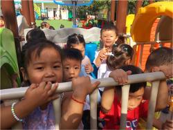 小三班:幼儿园的快乐生活