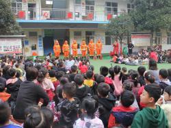 济源市实验幼儿园:消防日里来演练