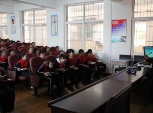 济源市实验幼儿园: 校长标兵在行动  理论宣讲进校园